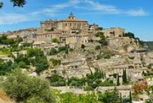 Top 10 des sites à visiter en Provence / Soleil, lavande, marchés colorés ou douceur de vivre caractérisent la Provence. Mais la Provence est aussi une région de paysages d'exception et au patrimoine historique incroyable! Il est difficile de lister tous les lieux à voir et dans cette région, tant elle regorge de splendides endroits tous plus beaux les uns que les autres… Nous avons tout de même sélectionné pour vous les dix sites à ne pas manquer lors de votre séjour en Provence, pour que vos vacances soient inoubliables!