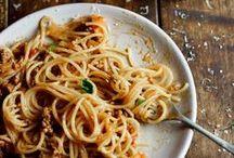 Italienische Küche / Mamma Mia – wenn es die Italiener nicht gäbe, hätten wir Lieblingsgerichte wie Pizza, Pasta und Pesto vielleicht gar nicht erst lieben gelernt.