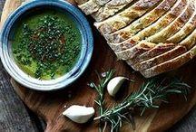 Mediterrane Küche / Unser Herz schlägt für die Mittelmeerküche. Länder wie Spanien, Griechenland, Italien, Marokko, Kroatien, Portugal und Zypern bieten Gerichte mit frischem Fisch, leckeren Früchten, verschiedensten Tapas und Olivenöl.
