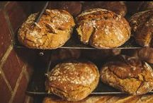 """Markengeschichte """"Mit Laib und Seele"""" / Bäckermeister Fridolin Artmann hat eine genaue Vorstellung von perfektem Brot. Im """"Brotraum"""" in München stellt er außergewöhnliche Backwaren her. Wir begleiten ihn."""