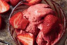 Erdbeerzeit / Aus Erdbeeren lassen sich viele Leckereien zaubern: Erdbeerkuchen, Erdbeertorte, Erdbeereis, Erdbeersorbet, Erdbeer-Cupcakes, Erdbeer-Muffins, Erdbeer-Shake, Erdbeersmoothies oder auch Salat. Hier findet ihr viele fruchtige Rezepte.