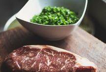 Wagyu-Beef / Wagyu-Fleisch stammt von Rindern, die japanischen Ursprung haben. Das Fleisch ist unbeschreiblich saftig, zart und geschmackvoll. Wir geben euch hier Infos, Rezepte und Zubereitungstipps rund um das Wagyu-Fleisch. Erfahrt mehr in unserer Geschichtenküche Wales.