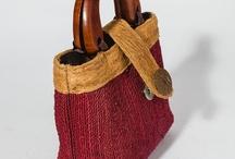 Borse / Borsetta tessuta con manico in legno. Disponibile in tantissimi colori e varianti rigate. Dimensioni 20 x 21 x 8