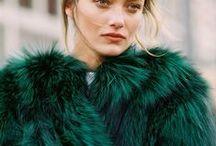 Emeraude & Vert sapin / Entre vert et bleu : vert foncé, sapin, forêt, bleuté,... vert urbain et sophistiqué, couleur Pantone de l'année 2013