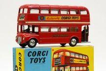 So british ! / thé, royauté, Alice au pays des merveilles, pubs et cottages, cabines téléphoniques, bus à impériales, taxis londoniens, Oxford, Cambridge, Agatha Christie, Sherlock Holmes et Mary Poppins...