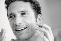 Les soins pour hommes / Des produits soigneusement élaborés pour répondre aux besoins spécifiques de l'épiderme masculin. Il redonnent à la peau tonus, douceur, éclat et assurent, chaque jour qui passent, un teint extra-frais.