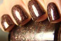 pwetttay nails / by Caroline DuBose