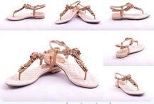 BeLLE szandálok a Valentina Cipőboltokban & Webáruházban / BeLLE szandálok különleges  megjelenést  és egyediséget képviselnek a mai hazai cipőkínálatban. Akik szeretnek kitűnni a tömegből vagy szeretik, ha a figyelem rájuk irányul azoknak a legjobb döntés lehet egy BeLLE szandál. A BeLLE szandálok gyártása során használt alapanyagok minősége kiemelkedik, így  garantáltan elégedett lesz. Valentina Cipőboltokban & Webáruházban, a legnagyobb Belle szandál kínálatból  válogathat kedvére.  www.valentinacipo.hu