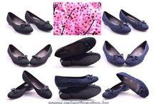 Jenny Ara cipők a Valentina Cipőboltokban & Webáruházban! / A Jenny Ara cipőknél sokrétű funkciók biztosítják, hogy a hosszabb viselet után is kényelmesek maradjanak a lábbelik. Csillapítják a lépések rezgését megkímélve az ízületeket, a csontozatot és a szalagokat. Másik előnye a magas légáteresztő képesség, így optimális klímát biztosítanak a lábnak. Valentina Cipőboltokban & Webáruházban további Jenny Ara cipőkből kényelmesen válogathat! www.valentinacipo.hu