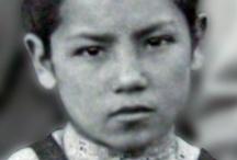 Beata Laura Vicuña / La hija que ofreció la vida por salvar a la madre.  Nació en Santiago de Chile, el 5 de abril de 1891 y murió en Argentina el 22 de enero de 1904, a la edad de sólo 13 años. El Papa Juan Pablo II la beatificó el 3 de septiembre de 1988.