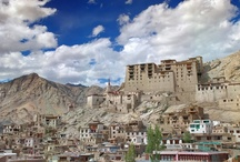Leh-Ladakh Packages / Leh, the capital region of Ladakh is famous for its magnificent temples, castles and stupas. Leh is a famous tourist destination in India with many Buddhist monasteries and splendid landscape view. Our Leh tour includes visit to prominent Buddhist destinations like Hemis Gompa, Phyang Gompa, Spituk Gompa and many more. For booking related information contact thelandofbuddha.com now.