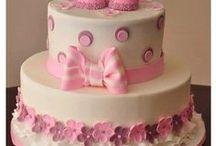 Bolos Genéricos / Hoje em dia todos estão optando por fazer um bolo genérico para enfeitar a mesa do aniversário, fica chique e muito mais glamuroso! Fica a dica!