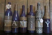 Decorar con botellas de vino / Te mostramos fantásticas ideas para decorar con botellas de vino durante estos días festivos. ¡Soluciones muy personales para conseguir ahorrar en tus adornos de Fin de Año y Reyes!