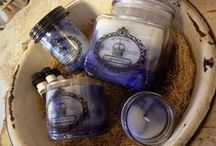 Soothing Vanilla and Lavender / Amy's Country Candles® Soothing Vanilla and Lavender scent is the perfect way to soothe your soul after a long day! Lose yourself in waves of classic French Lavender, irresistible Vanilla, and soft tones of flowers.