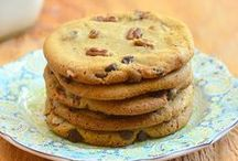Biscuit Recipes / Easy, quick and simple biscuit recipes to make at home, ideal to do with the kids. Includes homemade cookies, shortbread, American and English classics, biscuits for decorating and more.