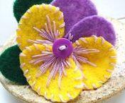 dal web - fiori e simili in pannolenci / fiori ed altri piccoli manufatti in feltro o panno