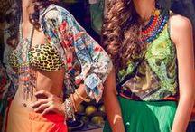 Żar Tropików / Korale, pomarańcze i róże żywcem z zachodów słońca – projektanci i makijażyści zdecydowanie marzyli o wakacjach na tropikalnych wyspach, kiedy wymyślali tropikalny look na nadchodzącą wiosnę!