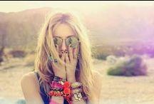 Festival Inspiration / Fashionista's van over de hele wereld kijken uit naar Coachella. Het meest trendy en veelbesproken Amerikaanse festival is dé wereldwijde start van het festivalseizoen. Stylish people, fijne muziek, lekkere drankjes en veel zon. Laat je inspireren door festivalstijliconen, festival looks & bucketlist festivals (L)
