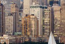 Nueva York / De Nueva York me interesan las imágenes de lo grande, hasta férreo, como los puentes y las avenidas atascadas, tanto desde la perspectiva aérea como desde la perspectiva peatonal. Por otro la me atrae lo cálido, íntimo o invernal como contraparte.