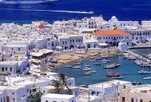Grecia / Emprendimos un viaje de más de un mes por varias zonas de Grecia. Lo más maravilloso, desde luego, fue el azul profundo del mar en contraste con lo austero de las islas.