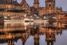 Alemania / En Alemania me encantan tanto su arquitectura tradicional con sus paisajes verdes y barcos en el río como sus edificios modernos muchas veces de mucha expresividad.