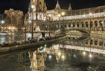 Sevilla / Hace veinte años Sevilla tenía un ambiente provinciano, ¿Cómo será hoy? De todas formas siguen allí sus encantos de siempre, su historia gitana, árabe, andaluza. Su calor y su temperamento.