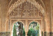 La Alhambra / Una maravillosa muestra de la arquitectura árabe en Granada. Un paraíso para los musulmanes de la África seca.