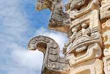 Zonas arqueológicas / Visitando unas diez zonas arqueologicas, en diferentes partes de México me di cuenta de las grandes diferencias ideológicas reflejadas en la arquitectura. Palenque es una de mis favoritas por su finura y modestia. A unos metros de los piramides nos encontramos con una serpiente veloz y un platanal cargado de fruta.