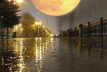 La luna viajera / La luna llena, quieta sobre campos y ciudades, sola o acompañada.