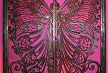 Puertas / El silencio de las puertas, como si existieran sólo para permanecer cerradas.
