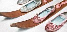 *Belle(s) de nuit* / Les fêtes de fin d'année arrivent à grand pas. Vers quelles chaussures, robe, vernis, ou collier s'orienter pour le grand soir ? Le Bon Marché vous inspire une sélection avec laquelle vous ferez sensation.