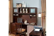 Transitional Home Offices / Home office that aren't too traditional or too modern - instead, they have a stylistic balance that works.
