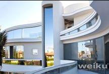 Mansão Luxuosa / Mansão luxuosa em Florianópolis SC com esquadrias de PVC Weiku - linha TitanTec. #arquitetura #janelasdepvc #decoracao #instahome #archilover