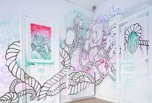 TULAVU le Cube ?! / LE CUBE, c'est 15m2 dédié aux installations artistiques.  Cette pièce d'aspect cubique, a pour vocation d'aller au-delà des expositions classiques et permet une expression totale de son potentiel créatif.  L'artiste s'approprie et investit l'espace à 100% : du mur au plafond en passant par le sol, tout est possible, mais pas le conformisme !!