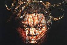 Yinka Shonibare (ur. 9.08.1962) / Biografia: http://sztukaafryki.umk.pl/?p=246 Blog: http://sztuka-afryki.blogspot.com/2015/02/yinka-shonibare-postkolonialne-hybrydy.html