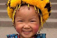 Wereldkinderen/ children of the world / De Rijkdom , maar ook de Armoede van Kinderen/ The Rich and The Poor