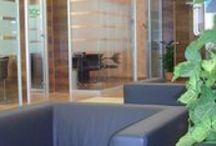 Banca Credito Cooperativo Abruzzese / Uno Fabbrica ha arredato la filiale di Chieti della Banca Credito Cooperativo Abruzzese, realizzata nel 2011, curando ogni aspetto, dagli impianti alle opere murarie, fino all'arredmento su misura con materiali di pregio.