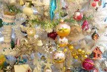 kitschy christmas / so jolly and bright