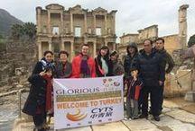 #Kuşadası - Efes Tour / Get showered on when we visit the #OpenAirMuseum #EphesusAntiqueCity! :)  Açık hava müzesi olan #EfesAntikKent ziyareti yaptığımız turumuzda biraz yağmura yakalandık :)  #Turkey #Travel #Tourism