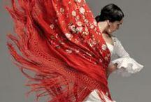 Flamenco, Mantones de Manila, Peinetas & Mantillas