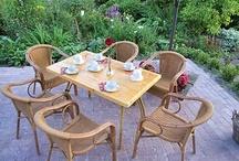 The Wisple: de tuin / Rondom Theeschenkerij The Wisple ligt een grote tuin met bijzondere bloemen en vijvers. Neem tijdens de high tea gerust een kijkje!