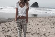 Boho Travel Style / Learn how to dress like a bohemian traveler. Boho outfit inspiration for nomads and travelers