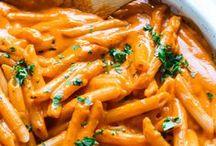 REZEPTE: PASTA / Köstliche Pasta Rezepte auf einer Pinnwand. Ob Pesto oder Saucen Rezept, hier findet ihr ein leckeres Abendessen.