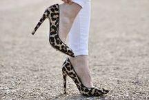 Do czego nosić buty w panterkę? / Buty w panterkę - jak i z czym je zestawiać? To częsty dylemat kobiet, dlatego chcemy zebrać w jednym miejscu stylizacje z leopardzimi butami zgodnymi z panującymi trendami.