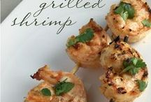 Simple Seafood Recipes / A roundup of great seafood recipes (including shrimp, lobster, crab, mussels, scallops, tuna, salmon, and more) from food blogs, including my own called CookingWithVinyl.com.