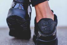 • Sneakers / Sneakers