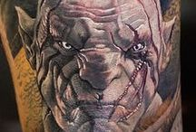 Lorenzo EM Tattoo / Lorenzo è specializzato nel realistico e nel figurativo ed è nel mondo del tatuaggio dal 1992.  Evil Machines è il suo studio dal 1999.  Ama dedicarsi al disegno e ricercare nuovi soggetti: realizza sempre il lavoro insieme al cliente per interpretare al meglio la richiesta, tentando di rendere il disegno il piu' originale ed unico possibile, pur rimanendo sempre in accordo con il suo stile.