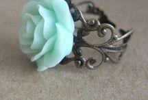 Style: Accessories / Jewelry | rings | handbags | scarves | earrings | hats