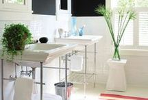 Cool Bathrooms / by Nadia Noland