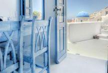 Santorini / Jak urządzić mieszkanie w greckim stylu? Wybierz odpowiednie dodatki na ścianę